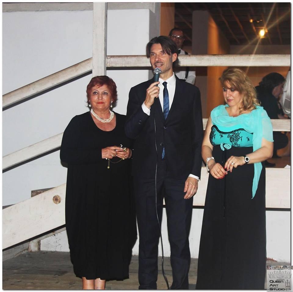 La Dr.ssa Maria Grazia Todaro, co-organizzatrice dell'evento Gran Ballo Viennese delle Debuttanti, con la presentazione dell'attore Matteo Tosi