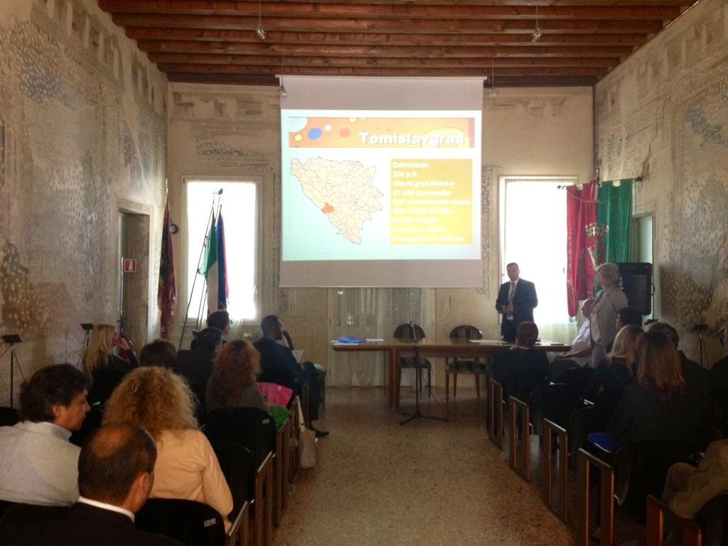Il Sindaco Vukadin durante la Presentazione del progetto NOVA NADA presso villa Bassi ad Abano